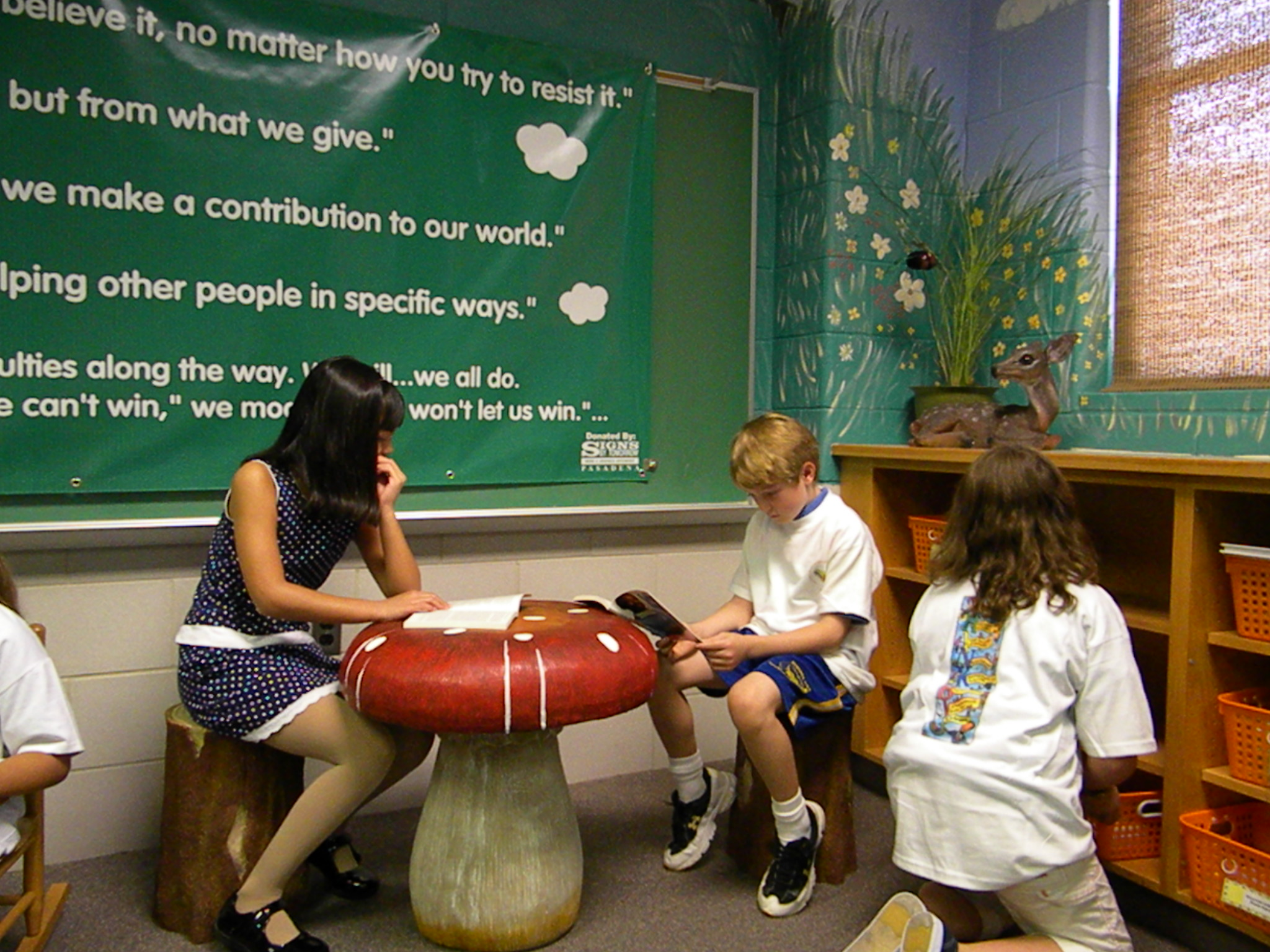 children reading 2