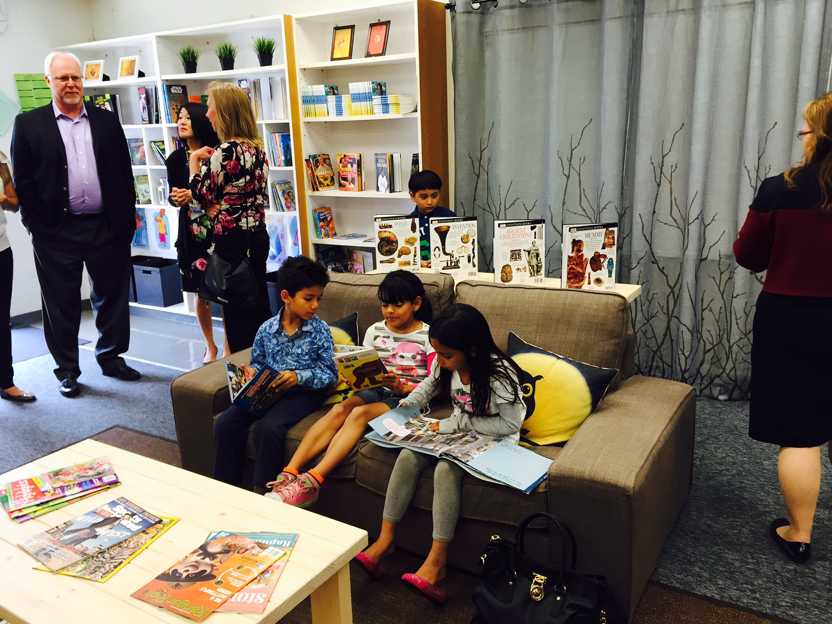 kids reading on couch