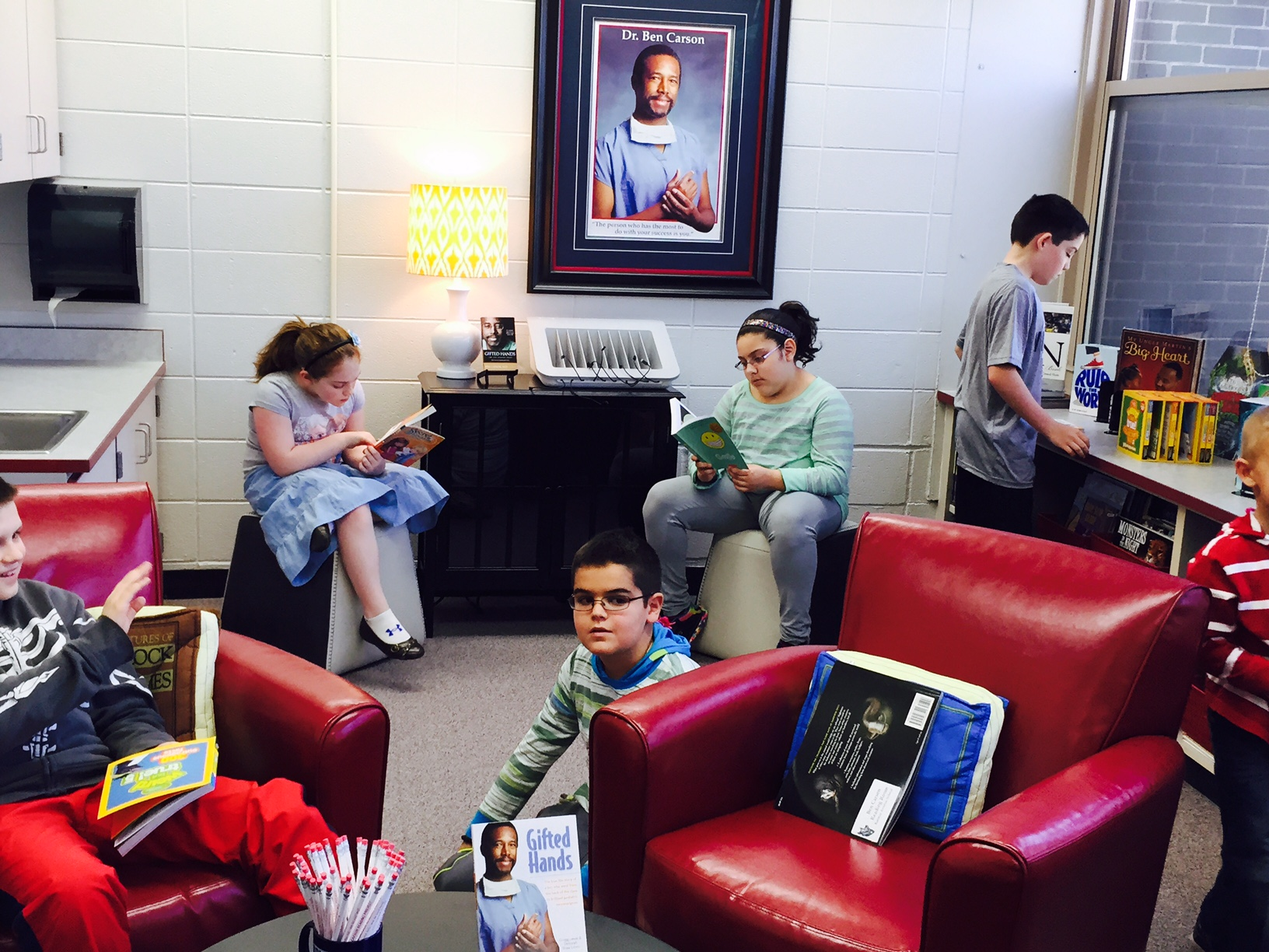 students reading 2